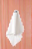 Красный цвет и белизна striped призраком Стоковое фото RF