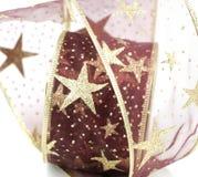 Красный цвет и лента рождества золота Стоковые Фото
