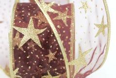 Красный цвет и лента рождества золота Стоковые Изображения RF