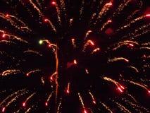 Красный цвет и золото фейерверков Стоковые Изображения RF