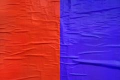Красный цвет и напечатанная синью текстура бумаги плаката Стоковые Фотографии RF