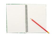 красный цвет карандаша тетради предпосылки изолированный пробелом Стоковое Изображение