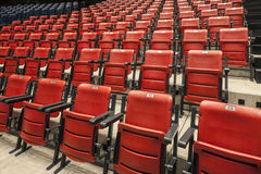 красный цвет кино пустой усаживает театр Стоковые Изображения