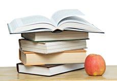 красный цвет книги яблока открытый Стоковое Изображение