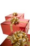 красный цвет конца рождества смычка золотистый присутствующий вверх Стоковое Фото