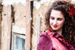 красный цвет красивейшей девушки платья цыганский Стоковые Изображения