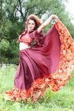 красный цвет красивейшей девушки платья цыганский Стоковое Изображение RF