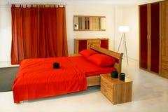 красный цвет кровати большой Стоковое Изображение RF