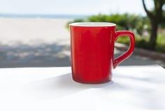 красный цвет кружки кофе Стоковая Фотография