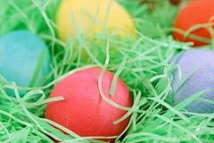 красный цвет макроса пасхального яйца стоковое фото rf