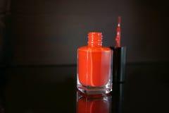 красный цвет маникюра бутылки Стоковые Фотографии RF