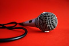 красный цвет микрофона Стоковые Фотографии RF