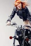 красный цвет мотовелосипеда девушки с волосами Стоковые Фотографии RF