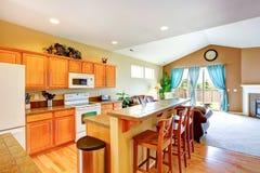 красный цвет дома входа двери стула нутряной самомоднейший Комната кухни Стоковое Изображение