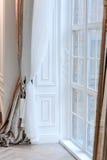 красный цвет дома входа двери стула нутряной самомоднейший Стоковое Фото