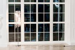 красный цвет дома входа двери стула нутряной самомоднейший Стоковые Изображения