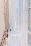 красный цвет дома входа двери стула нутряной самомоднейший Стоковые Фотографии RF