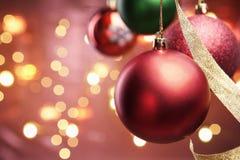 красный цвет орнамента освещения рождества нерезкости Стоковое фото RF