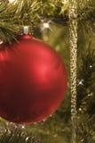 красный цвет орнамента рождества стеклянный Стоковые Изображения RF