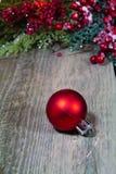 красный цвет орнамента рождества bauble Стоковое Изображение