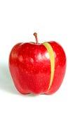 красный цвет отрезанный яблоком Стоковое Фото