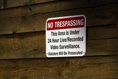 Красный цвет отсутствие Trespassing знака Стоковая Фотография RF