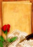 красный цвет пергамента поднял Стоковые Фотографии RF