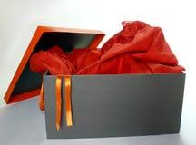 красный цвет платья коробки Стоковое фото RF