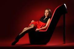 красный цвет платья стула Стоковая Фотография