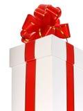 красный цвет подарка коробки смычка Стоковое Фото