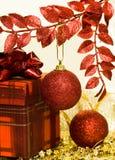 красный цвет подарка коробки шариков Стоковое Изображение