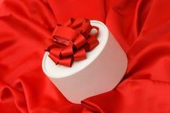 красный цвет подарка ткани коробки Стоковое Изображение