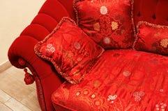 красный цвет подушки Стоковая Фотография