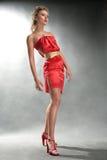 красный цвет портрета девушки платья Стоковая Фотография RF