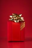 красный цвет подарка коробки предпосылки Стоковое Фото