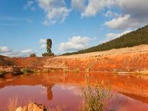 красный цвет пруда глины Стоковые Изображения