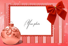 красный цвет рамки рождества шарика стоковая фотография