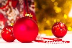 красный цвет рождества baubles Стоковые Фото