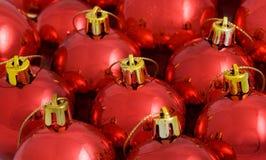 красный цвет рождества baubles Стоковая Фотография