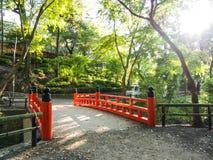 красный цвет сада моста стоковое изображение