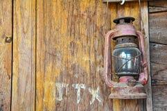 красный цвет светильника старый Стоковые Фотографии RF