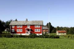 красный цвет сельского дома сельской местности Стоковое Фото