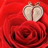 красный цвет сердца золота поднял Стоковое Изображение