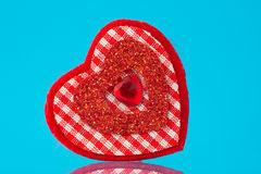 красный цвет сердца предпосылки голубой Стоковая Фотография RF