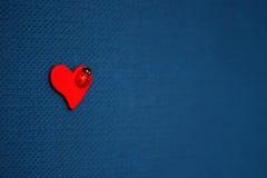 красный цвет сердца предпосылки голубой Стоковые Фотографии RF