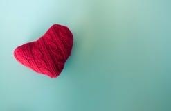 красный цвет сердца предпосылки голубой Стоковое фото RF