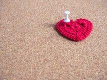 красный цвет сердца пробочки доски Стоковое фото RF