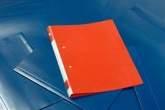 красный цвет скоросшивателя Стоковые Изображения RF