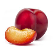 красный цвет сливы дольки Стоковые Изображения RF