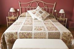красный цвет спальни Стоковая Фотография